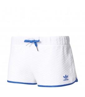 Comprar pantalon corto para mujer Adidas Slim BJ8371 de color blanco. Otros modelos de pantalones de Adidas con descuento en chemasport.es