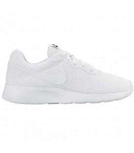 Las Nike WMNS Tanjun son una de las zapatillas deportivas para mujer más icónicas de Nike. Consíguelas al mejor precio en chemasport.es. Envíos a Península