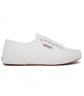 Zapatillas Superga modelo clásico 2750 en color blanco. Otros modelos y colores de la marca italiana en Chema Sneakers.
