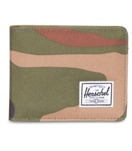 La cartera Herschel Roy Wallet destaca por su diseño versátil y su estampado militar. Descubre más carteras de la colección de Herschel en www.chemasport.es