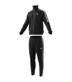 Chándal de adulto Adidas Tiro TS de color negro. Adidas reiventa una vez más su clásico. Cómpralo ahora en www.chemasport.es. Envíos gratuitos a partir de 50 €