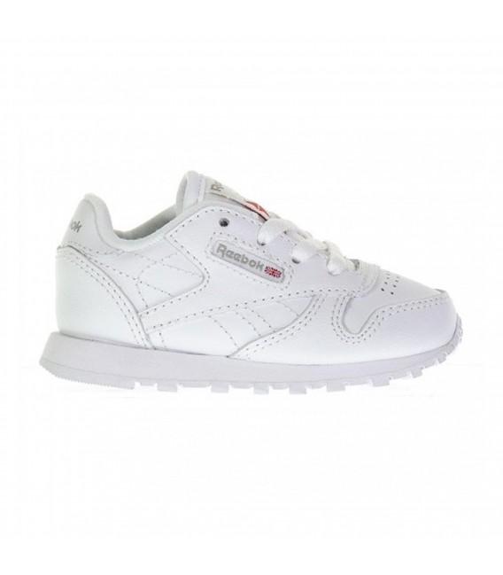 4252e7642905 Zapatillas Reebok Classic Leather Kids para niños de color blanco.