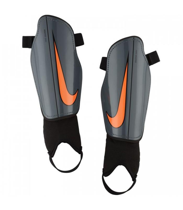 Espinilleras Nike Charge en color gris b81fd773514ec