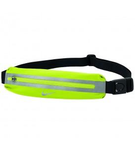 Riñonera Nike Slim N.RL.A0.724.OS en color amarillo, riñonera ligera de running para que puedas correr sin molestias, disponible en chemasport.es