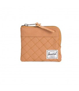 69b5927d4 Cartera Herschel Johnny 10362-01637 en color marrón, monedero con cierre de  cremallera con