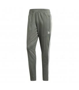 Pantalón para hombre adidas Beckenbauer DH5818 de color verde al mejor precio en tu tienda de deportes online chemasport.es