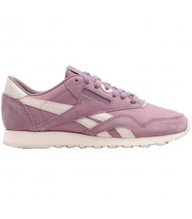 Zapatillas Reebok Classic Nylon CN2886 para mujer en color rosa, entra en chemasport.es y descubre más modelos y colores de las mejores marcas.