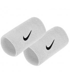 Muñequera Nike Doublewide N.NN.05.101.OS en color blanco, más acceosrios y complementos en chemasport.es al mejor precio.
