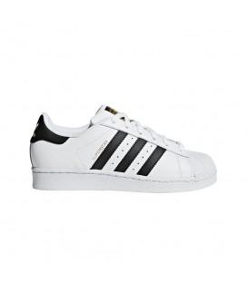 Zapatillas adidas Superstar Junior 68503 en color blanco y detalles en negro, en chemasport.es encontrarás otros modelos clásicos