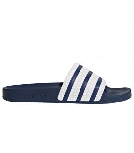Chanclas de natación adidas adilette G16220 de color azul marino para hombre y mujer al mejor precio en chemasport.es
