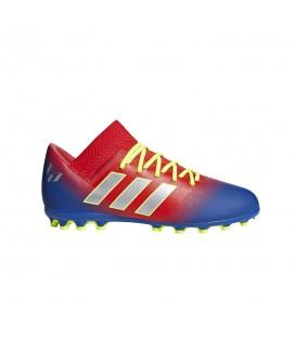 Botas de fútbol para niños Adidas Nemeziz Messi 18.3 AG J G26978 de color azul y rojo al mejor precio y gastos de envío gratis en chemasport.es