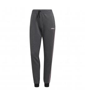 Pantalón para mujer adidas Essentials Seasonal W DT8609 de color gris y negro. Otros modelos de adidas para mujer al mejor precio en chemasport.es