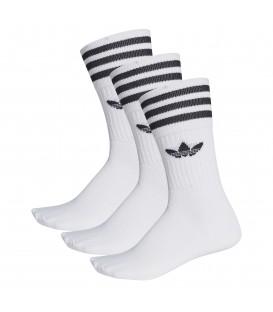 Tres pares de calcetines unisex adidas clásicos de color blanco S21489 con el logo de adidas al mejor precio en Chema Sneakers.
