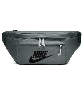 Riñonera unisex Nike Hip Pack BA5751-344 de color gris al mejor precio en chemasport.es