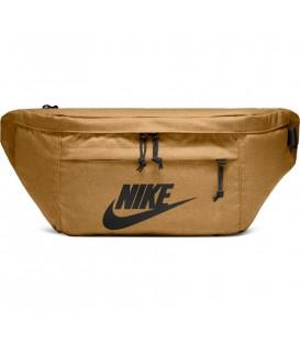 Riñonera unisex Nike Hip Pack BA5751-790 de color marrón al mejor precio en chemasport.es
