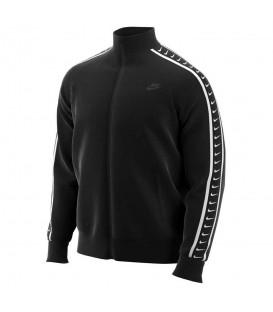 Comprar chaqueta para hombre Nike Sportswear Swoosh de color negro al mejor precio en tu tienda chemasport.es