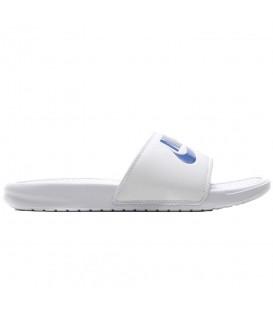 ¿Buscas las chanclas de moda? Encuentra las Chanclas Nike Benassi 343880-102 en blanco y azul al mejor precio en chemasport.es, entra y descubre más colores.