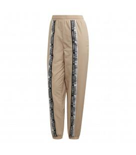 Comprar pantalón jogger de mujer adidas Jogger ED7423 de color beige al mejor precio en tu tienda de moda online chemasport.es