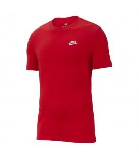 Camiseta para hombre Nike Club Tee AR4997-657 de color rojo al mejor precio en tu tienda de deportes online chemasport.es