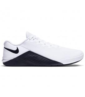 Deportivas para crossfit Nike Metcon 5 de color blanco al mejor precio en tu tienda de deportes online chemasport.es