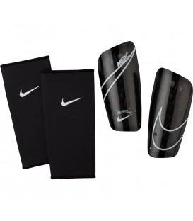Espinilleras de fútbol Nike Mercurial Lite SP2120-013 de color negro al mejor precio en tu tienda de deportes online chemasport.es