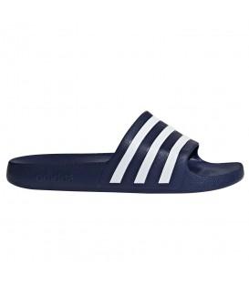 Chanclas para natación de hombre y mujer adidas adilette aqua de color azul marino al mejor precio en tu tienda de deportes online chemasport.es