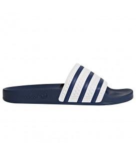 Chanclas para mujer adidas Adilette G16220 de color azul marino y blanco al mejor precio en tu tienda de natación online chemasport.es