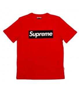 Camiseta para hombre Supreme Spain con el logo de la marca en caja de color rojo con SUPREME en negro al mejor precio en chemasport.es