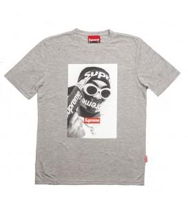 Camiseta de manga corta unisex Supreme Spain Roger con imagen estampada en la parte delantera de color gris al mejor precio en chemasport.es