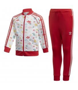 Chándal para niños adidas SST FM4944 de color rojo con logos de colores al mejor precio en tu tienda de moda online chemasport.es