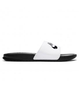 Chanclas de natación unisex para hombre y mujer Nike Benassi Just Do It de color blanco al mejor precio en chemasport.es