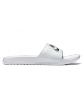 Chanclas de piscina para mujer Nike Benassi Just Do It de color blanco al mejor precio en tu tienda de deportes online chemasport.es