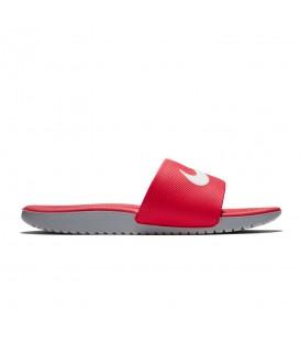 Chanclas de piscina para niños baratas Nike Kawa GS Slide de color rojo y gris a buen precio en tu tienda de deportes online chemasport.es