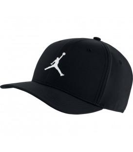 Gorra unisex Nike Jordan Classic 99 de color negro con imagen del Jumpman 99 al mejor precio en tu tienda de deportes online chemasport.es