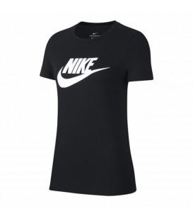 Camiseta para mujer Nike Sportswear Essential de color negro en tu tienda de moda online chemasport.es