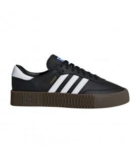 Compra las zapatillas adidas sambarose w de piel en color negro con suela color caramelo en chemasport.es