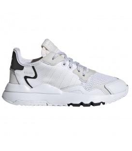 zapatillas adidas nite jogger en color blanco para niño con cierre de cordones al mejor precio en tu tienda online chemasport.es