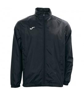 Chubasquero joma iris en color negro para hombre para entrenamiento de fútbol en la tienda online chemasport.es