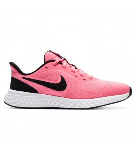 zapatillas nike revolution para mujer en color rosa disponible en chemasport.es