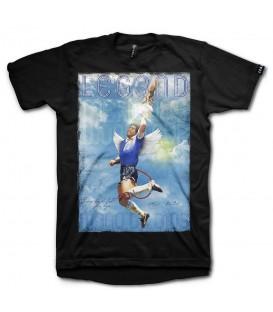 Camiseta Leg3nd La Mano perteneciente a la colección Epic Moments. Camiseta con la figura de Maradona emulando su ya mítico gol ante Inglaterra. La mano de Dios. chemasport.es