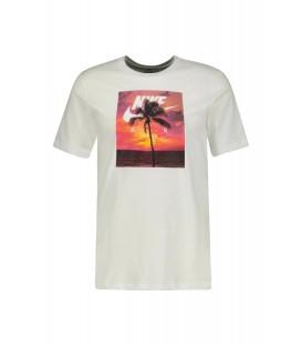 Camiseta Nike Sportwear para hombres en color blanco y estampada disponible en tu tienda online de deportes www.chemasport.es