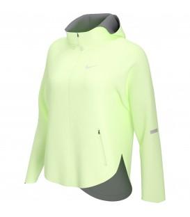 Consigue tu chaqueta Nike Essential Run Division para mujer en color amarillo, disponible en tu tienda online de deportes www.chemasport.es al mejor precio. Tienda física en Pontevedra.