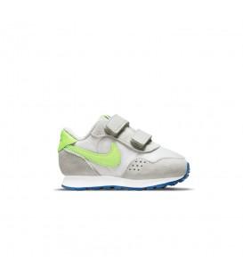 Zapatillas Nike Valiant para niño en color gris disponible al mejor precio en tu tienda online de moda sportwear www.chemasport.es