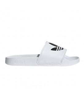 Chanclas Adidas Adilette en color blanco disponible en tu tienda online de deportes www.chemasport.es
