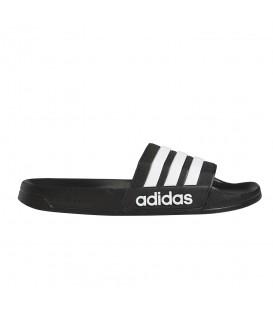 Chanclas Adidas Adilette en color negro disponible en tu tienda online de deportes www.chemasport.es