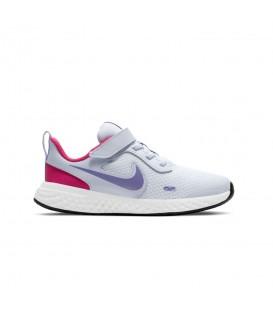zapatillas nike revolution para niño con cierre del velcro en color blanco al mejor precio en tu tienda online chemasport.es