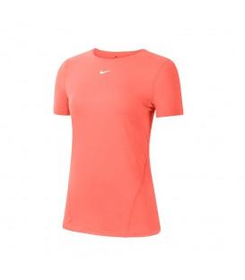 Camiseta Nike Pro para mujer en color coral disponible en tu tienda online de moda y deportes www.chemasport.es