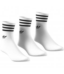 Pack de tres calcetines Adidas Mid Cut en color blanco disponible al mejor precio en tu tienda online de moda, accesorios y deportes www.chemasport.es