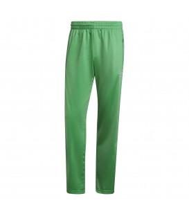 Pantalones Adidas Firebird TP para hombre de color verde disponible al mejor precio en tu tienda online de moda, accesorios y deportes www.chemasport.es