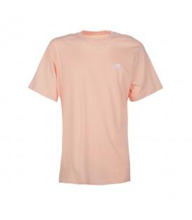 Camiseta Nike Sportwear Club para hombre en color salmón disponible al mejor precio en tu tienda online de moda, accesorios y deportes www.chemasport.es